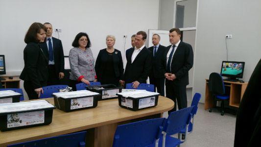 Картинки по запросу Премьер-министр Дмитрий Медведев посетил инновационный образовательный комплекс «Школа Сколково-Тамбов
