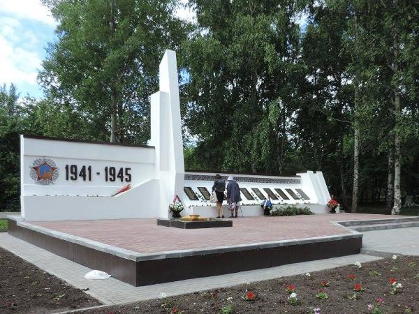 Мельникову - памятник-бюст в поселке черлак омской области революционеру, погибшему во время гражданской войны находится в городе тара омской мемориал великой отечественной войны марьяновка.