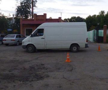 В Котовске водитель фургона сдавал назад и сбил женщину