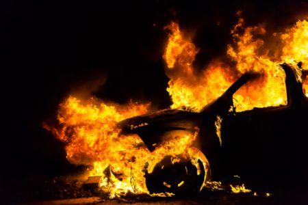 На рассвете в Тамбове сгорел черный внедорожник