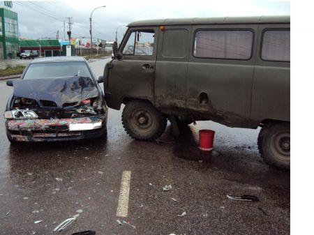 "В Тамбове при столкновении с ""буханкой"" пострадала автоледи"