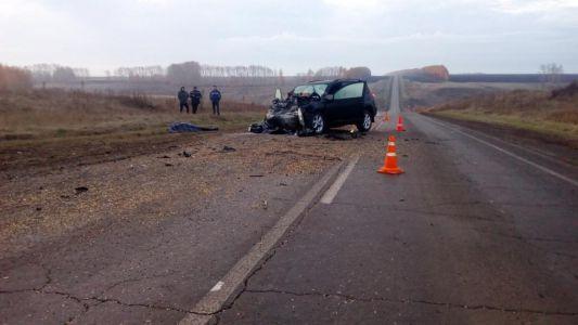 В Тамбовской области внедорожник врезался в ЗИЛ, погибла женщина