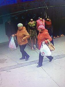 Две тамбовчанки уговорили продавца на рынке подарить им товар