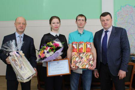Семья из Тамбова получила от губернатора сертификат на 3 миллиона