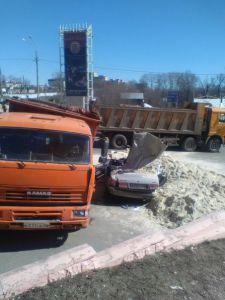 """На выезде из Тамбова """"Волгу"""" засыпало песком, водитель погиб на месте"""