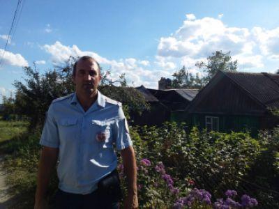 Тамбовский полицейский спас из огня слепую соседку