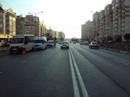 В Тамбове столкнулись легковушка и два автобуса, пострадала женщина