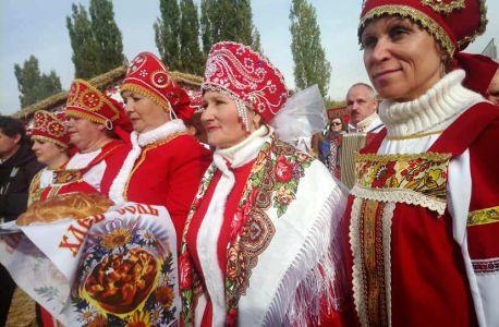 Гостям Покровской ярмарки предлагают и развлечение, и угощение