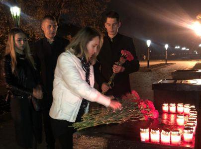 У мемориала города Керчи в Тамбове появились первые цветы и свечи