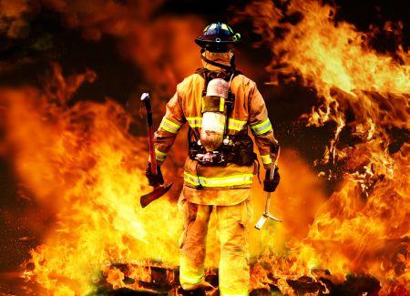 На западе Тамбова ночью загорелись два автомобиля