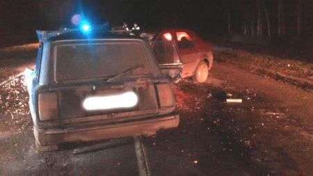 Под Тамбовом ВАЗ выехал на встречку в лоб Рено, есть погибший