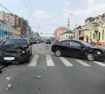 В центре Тамбова столкнулись две Kia, четверо в больнице