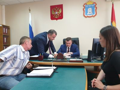 Губернатор Тамбовской области встретился с группой обманутых дольщиков