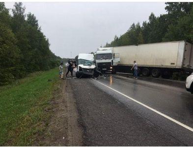 Под Тамбовом столкнулись автобус и Маз, 8 пострадавших