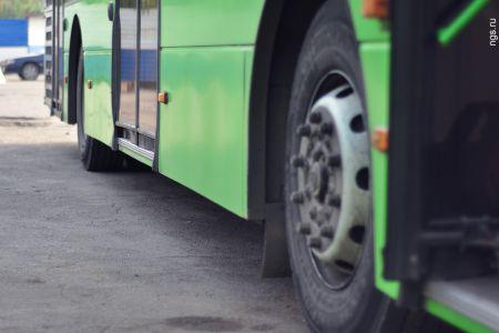 В Тамбове в автобус бросили бутылку и разбили стекло, 2 пострадавших
