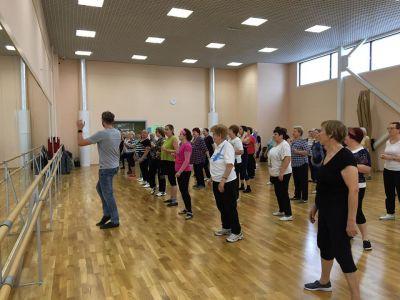 На танцевальный мастер-класс для старшего поколения пришло 60 человек