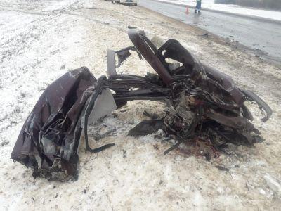 """Под Тамбовом """"КамАЗ"""" въехал в """"Ладу"""", два человека погибли"""