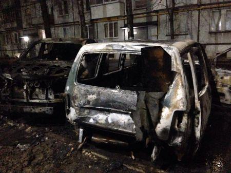 В Тамбове ночью сгорели три автомобиля