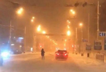 """В центре Тамбова двое молодых парней на """"Порше"""" устроили лыжную гонку"""