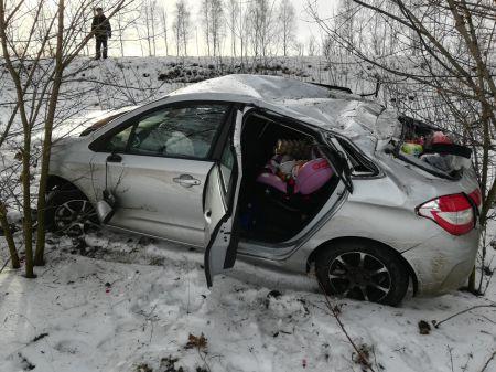 Под Тамбовом перевернулась иномарка: пострадали двое маленьких детей