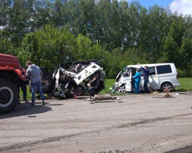 В Ржаксинском районе в ДТП разорвало иномарку: двое погибли