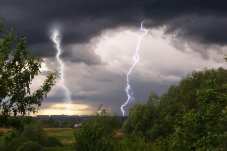 На Тамбов в ближайшие часы надвигаются сильный ветер и дождь с градом