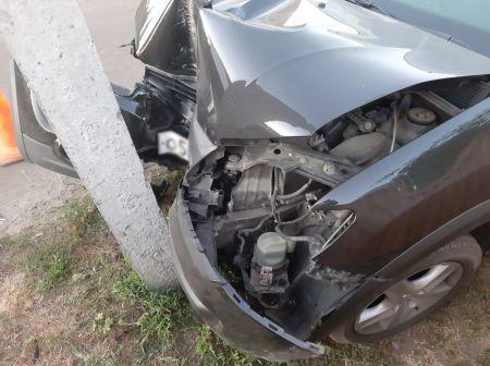 В Кирсановском районе женщина на иномарке врезалась в электроопору