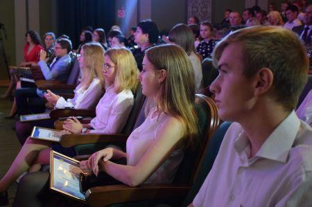 В Тамбове лучших школьников наградили премиями и именными стипендиями