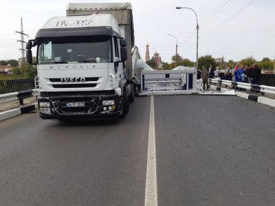 В Тамбове на Рассказовском шоссе  из фуры выпал 15-тонный станок