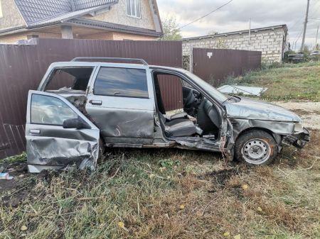 В Мичуринске водитель на легковушке влетел в забор