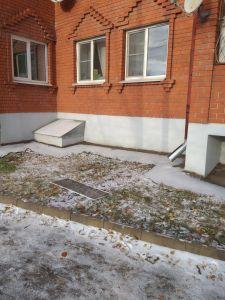 В Тамбове 4-летняя девочка выпала из окна многоквартирного дома