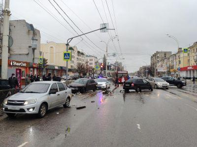Двое детей пострадали в тройном ДТП в центре Тамбова