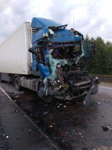 Ночью в  Тамбовской области на трассе Р-22 столкнулись два грузовика