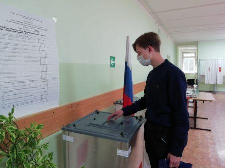 Впервые голосующим тамбовчанам вручили памятные подарки